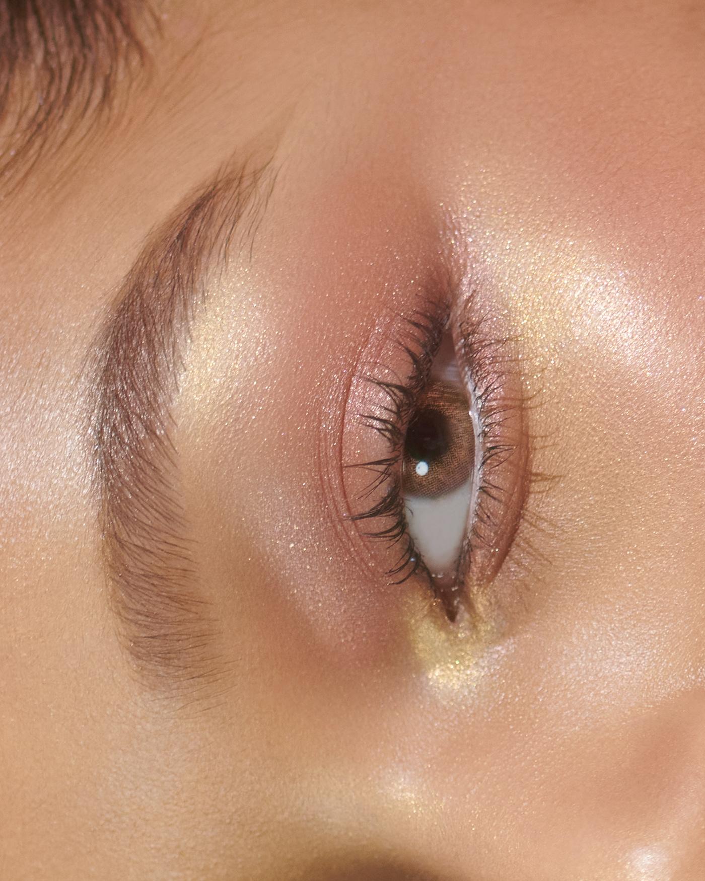 Image may contain: close-up, eyes and organ