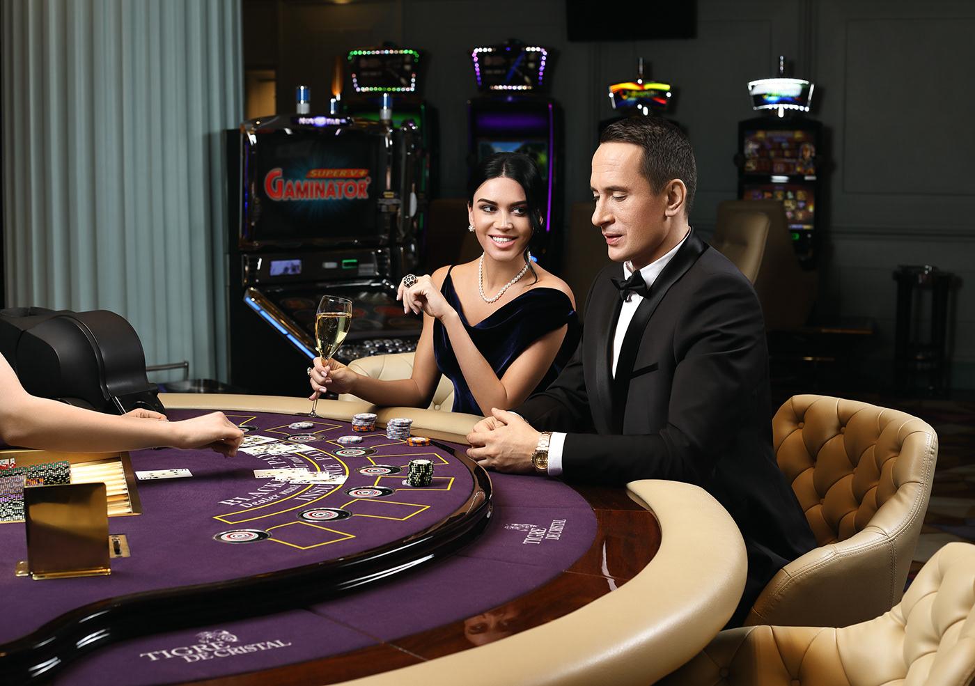 реклама казино 777 девушка