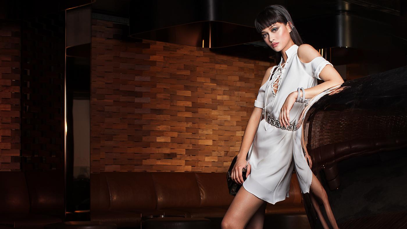 Девушка модель мейбелин adelina sharipova
