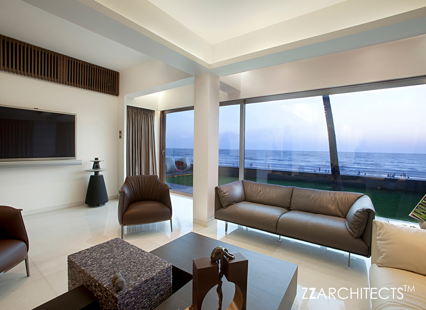 APARTMENT BY THE BEACH BY ZZ ARCHITECTS, MUMBAI, INDIA