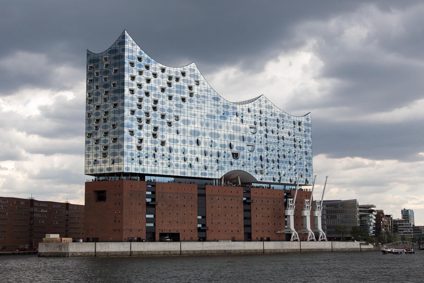 hamburg amburgo Hafencity hafen harbour boat germany elbphilharmonie