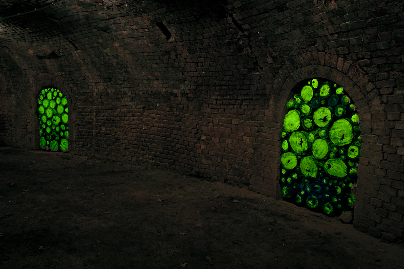 site-specific artinstallation rauminstallation art artist Installationskünstler light art black light Lichtkunst luce di wood Johannes Pfeiffer