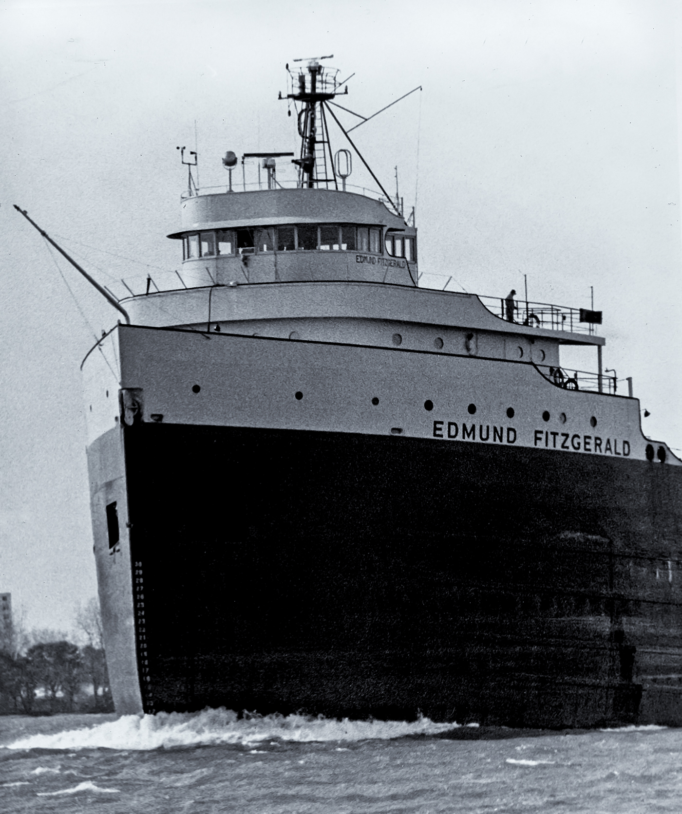 """an analysis of the topic of the wreck of the s s edmund fitzgerald The tragic story of the edmund fitzgerald is remembered through gordon lightfoot's ballad the wreck of the edmund fitzgerald,"""" which """"wreck of the edmund."""