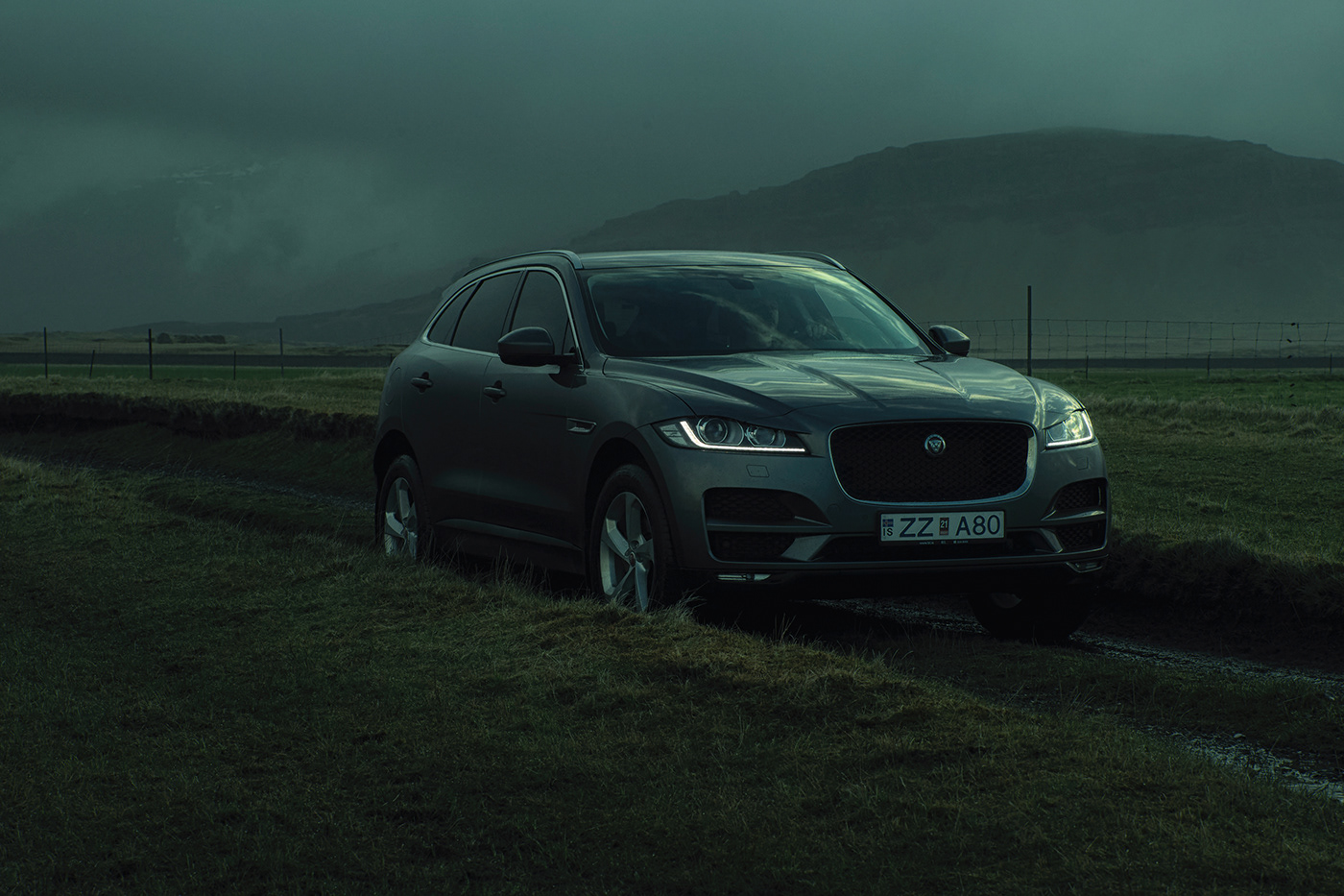 Alternative version of the Jaguar in Iceland project by Rubén Álvarez.