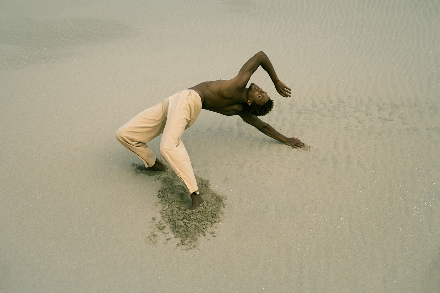 DANCE   dunes Laura Zalenga Netherlands portrait