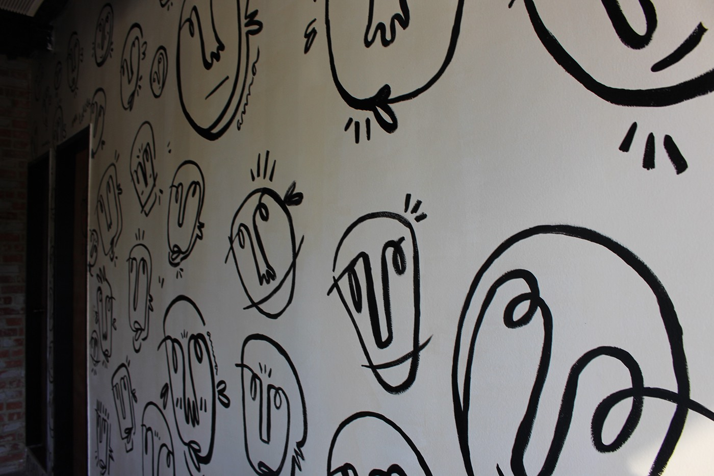 Mural faces Pizza