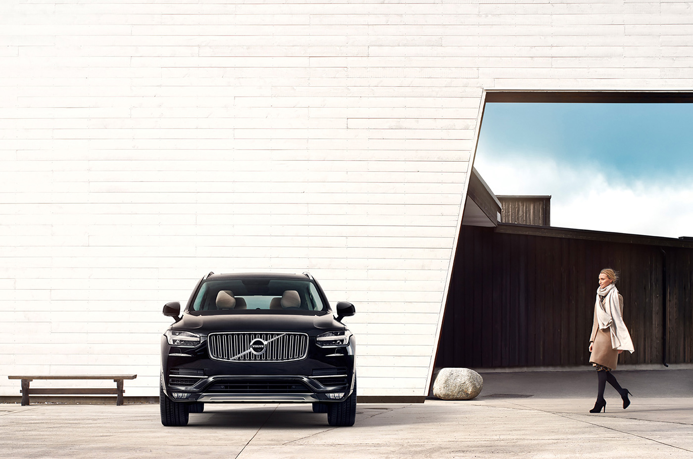CGI image for Volvo. Women walking towards a black SUV XC90.