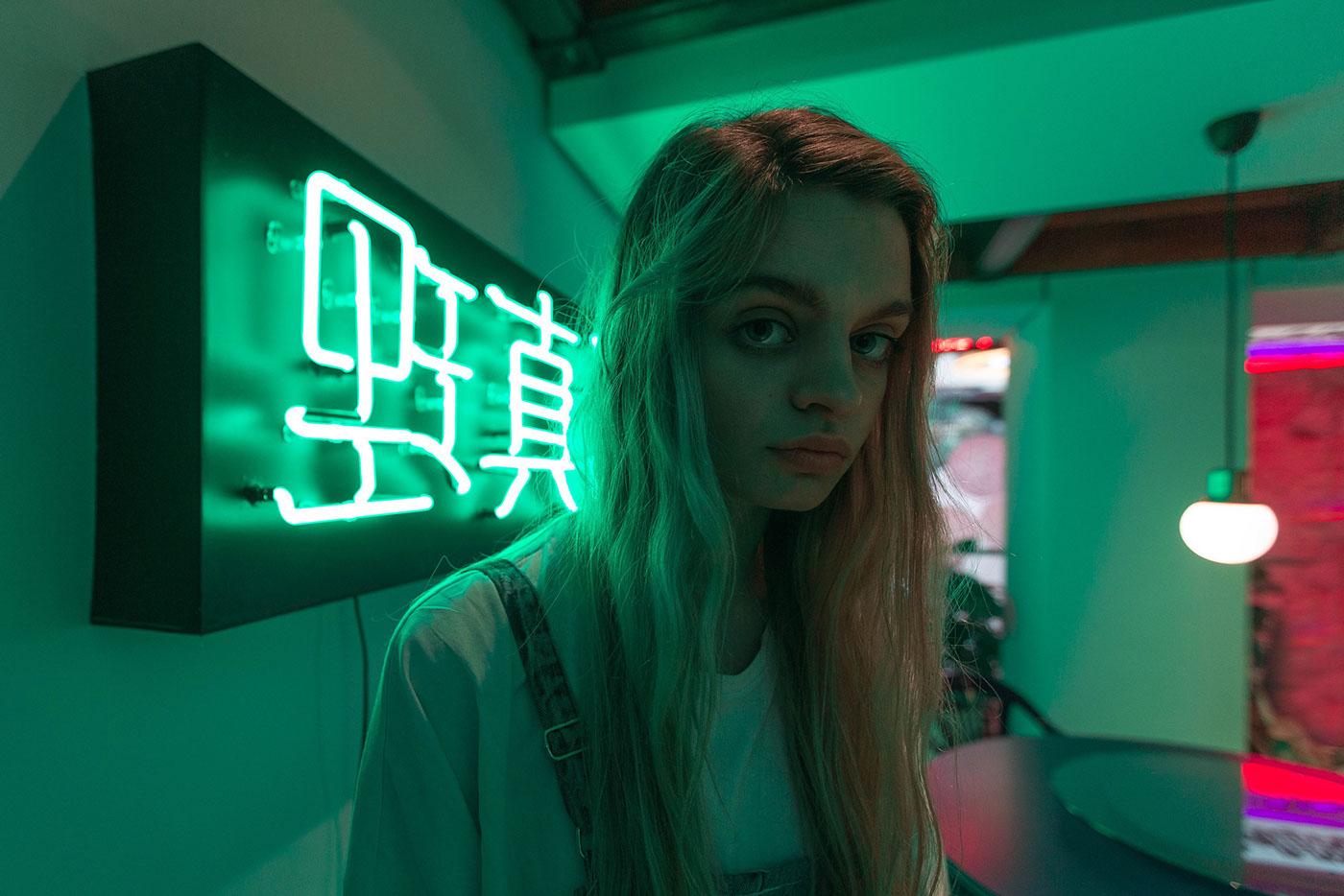 Lookbook music neon youth