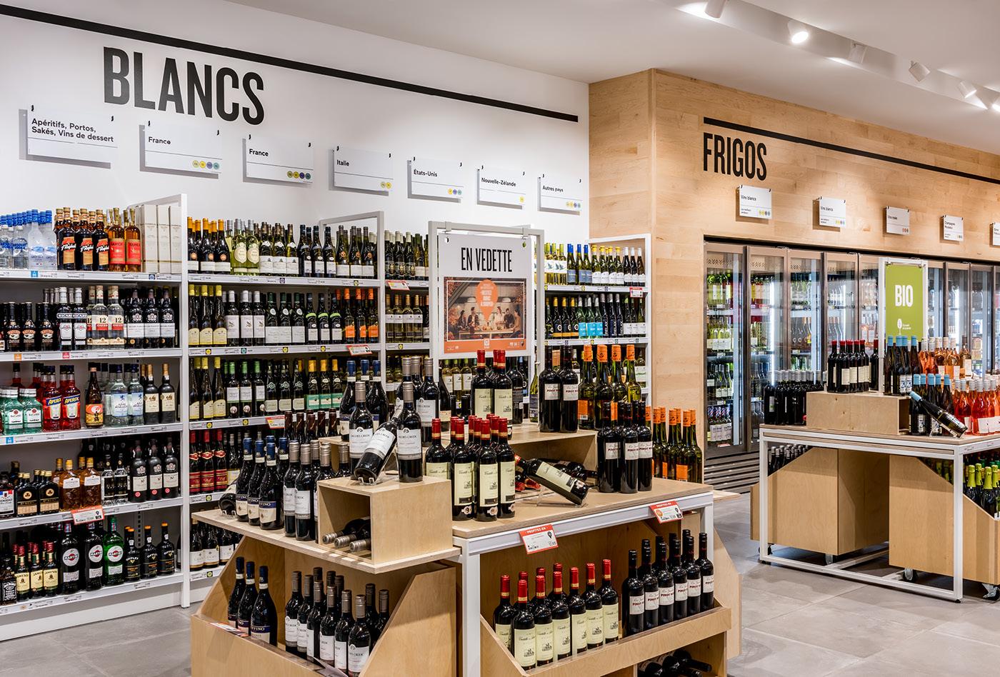 SAQ store wine vin wood signalétique pattern Magasin Signage bois