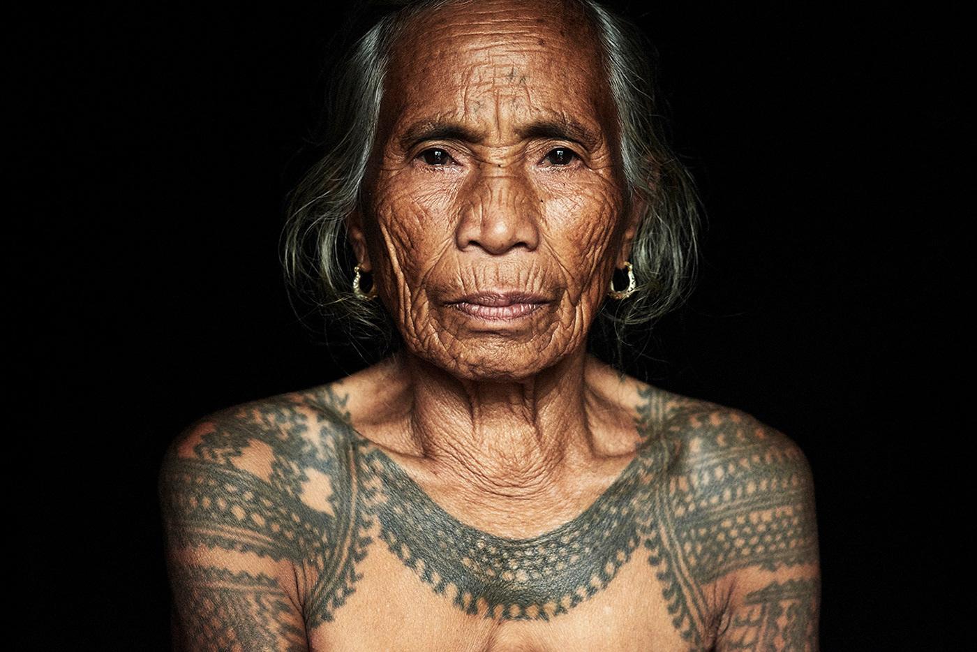 Смотреть тату у женщин диких племенах