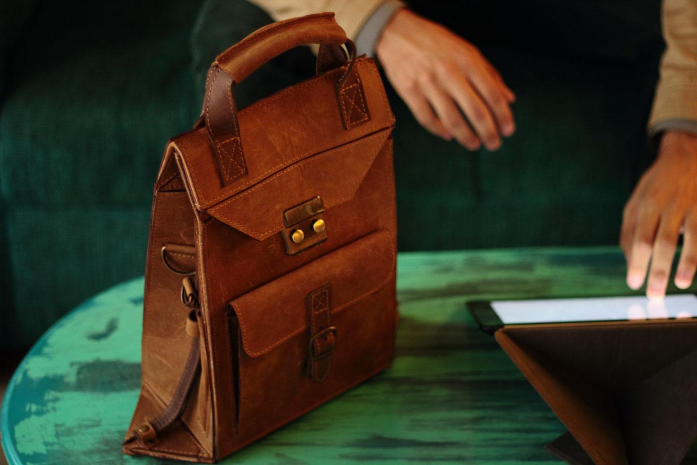leather piel adolfo navarro pliego lo esencial Mexican Design leather goods bag backpack Guadalajara mexico
