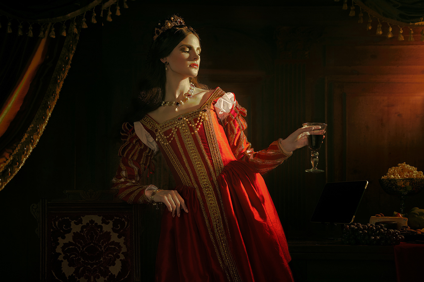 empowerment female gold Label medieval model Packaging queen scepter wine