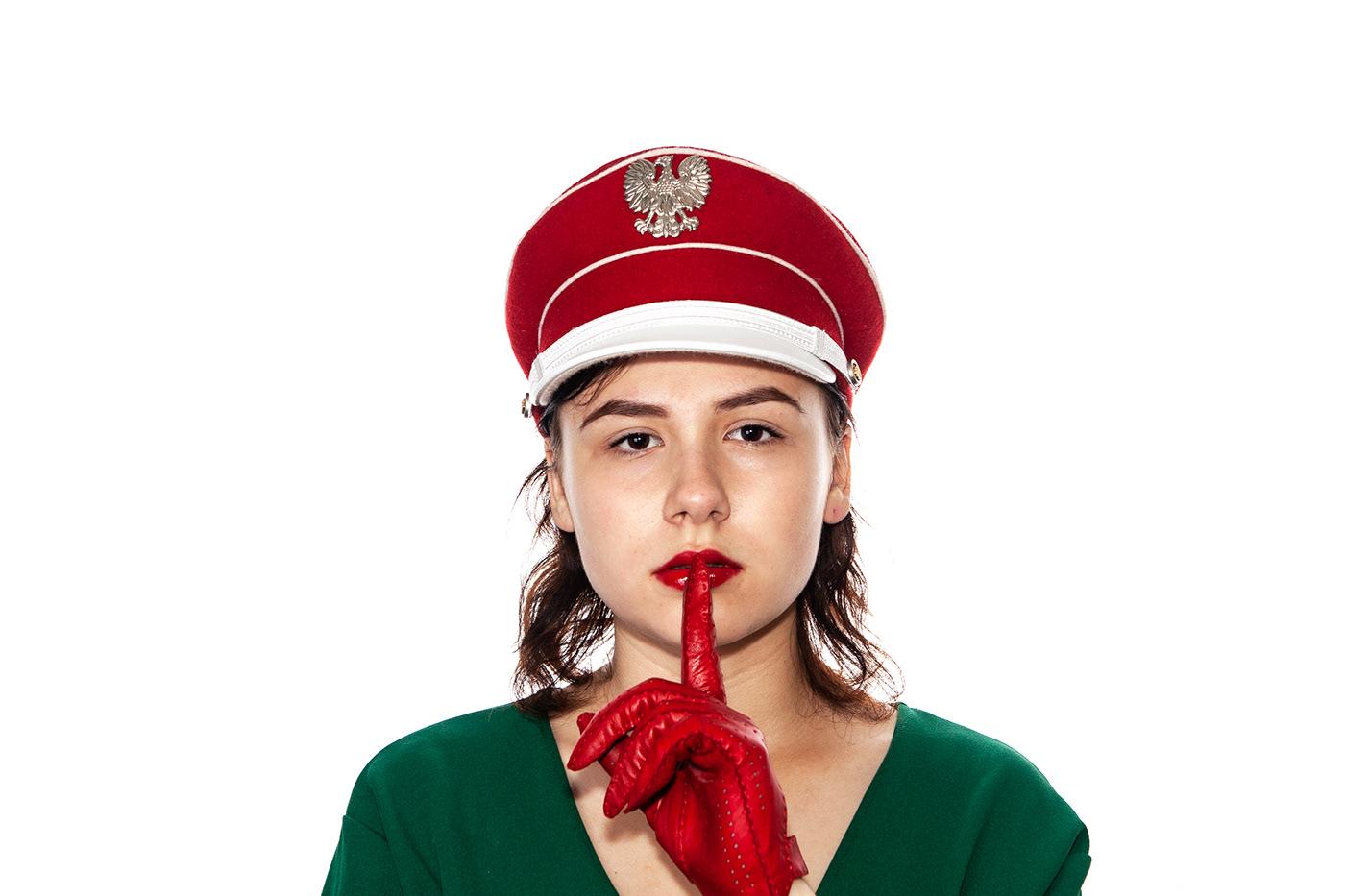 red green красное зеленое фотосессия костюм dress портрет cap кепка