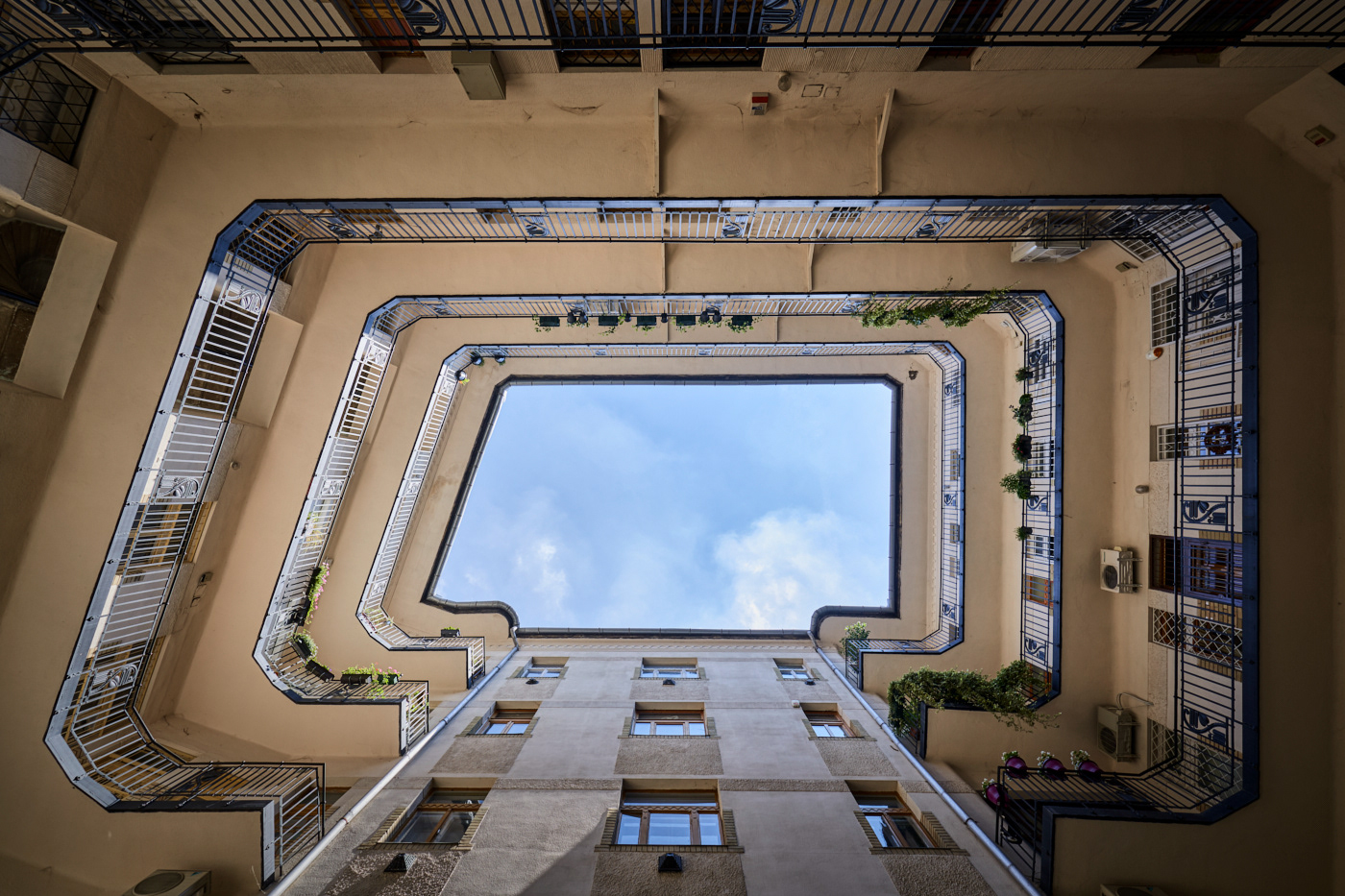 architecture building courtyard heritage innercourtyard lookup old