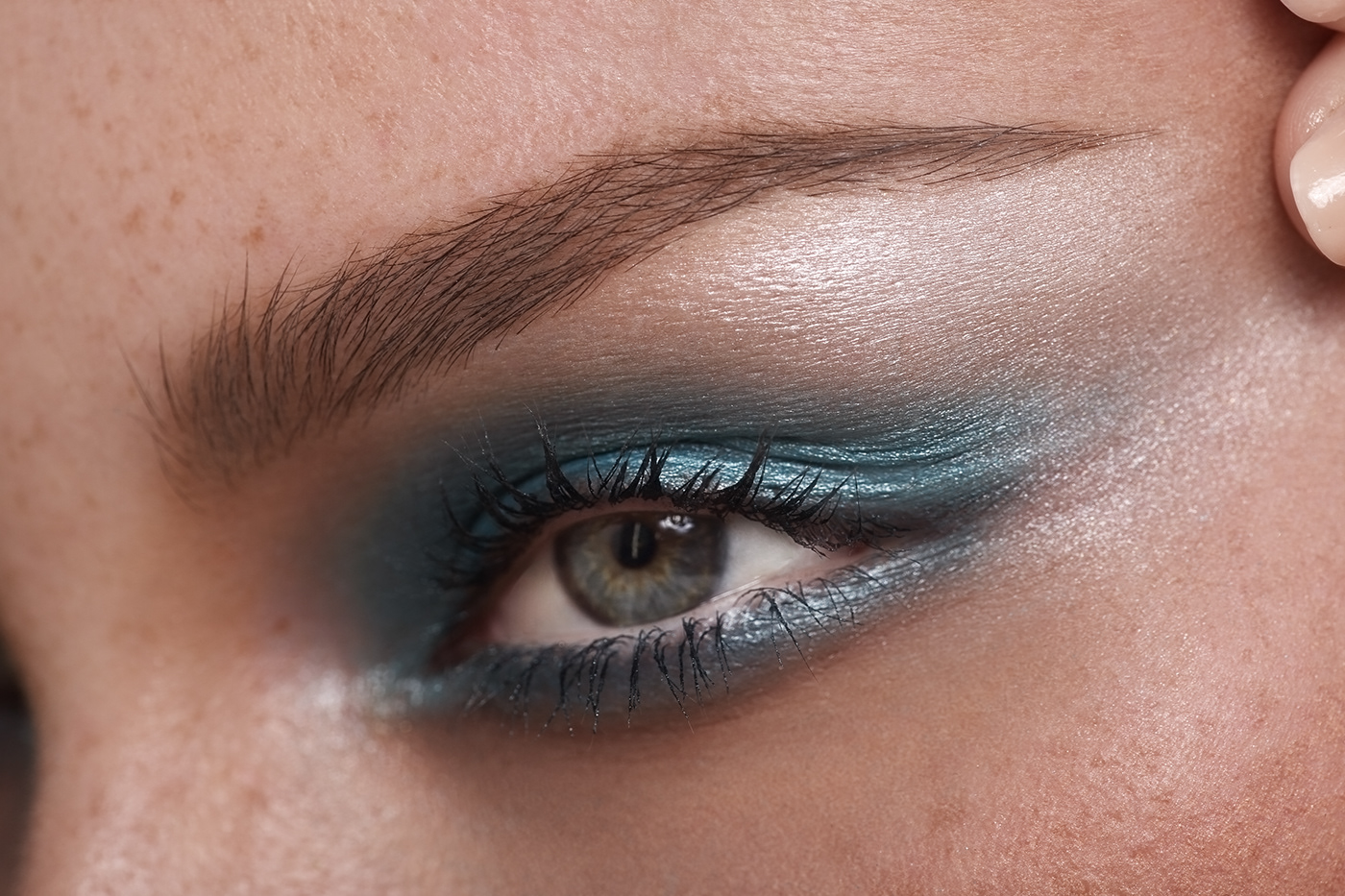 Image may contain: person, cosmetics and eyelash