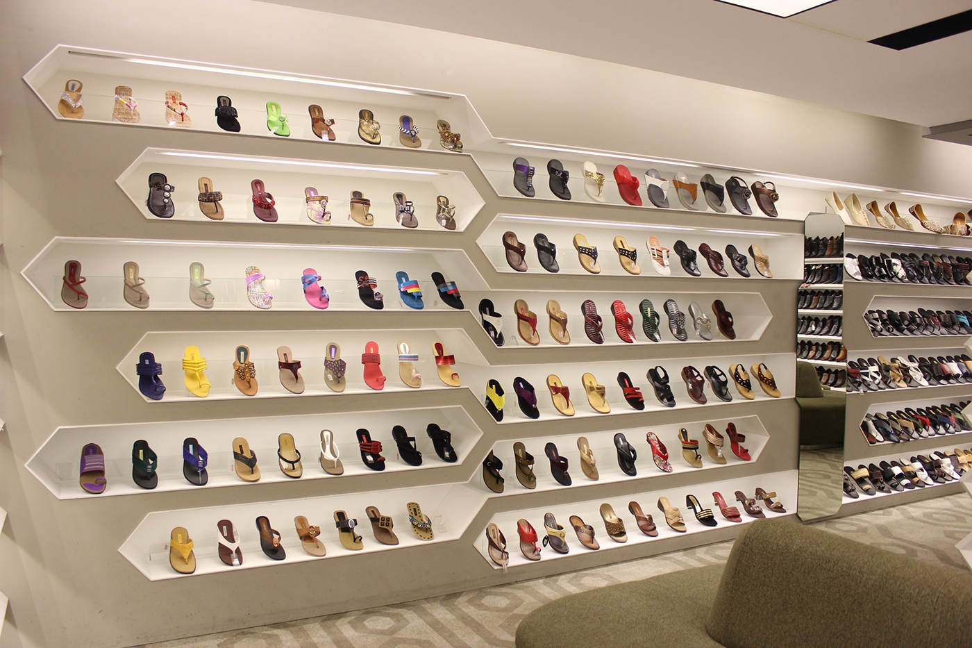 Metro shoes retail design on behance for Interior design for shoes shop