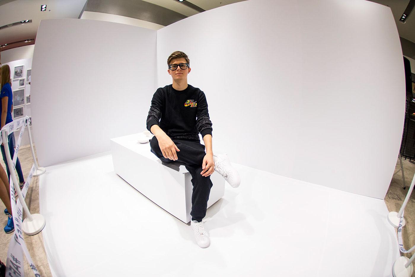 Nike pokras pokras lampas Performance air force art vogue fashion week Tsvetnoy