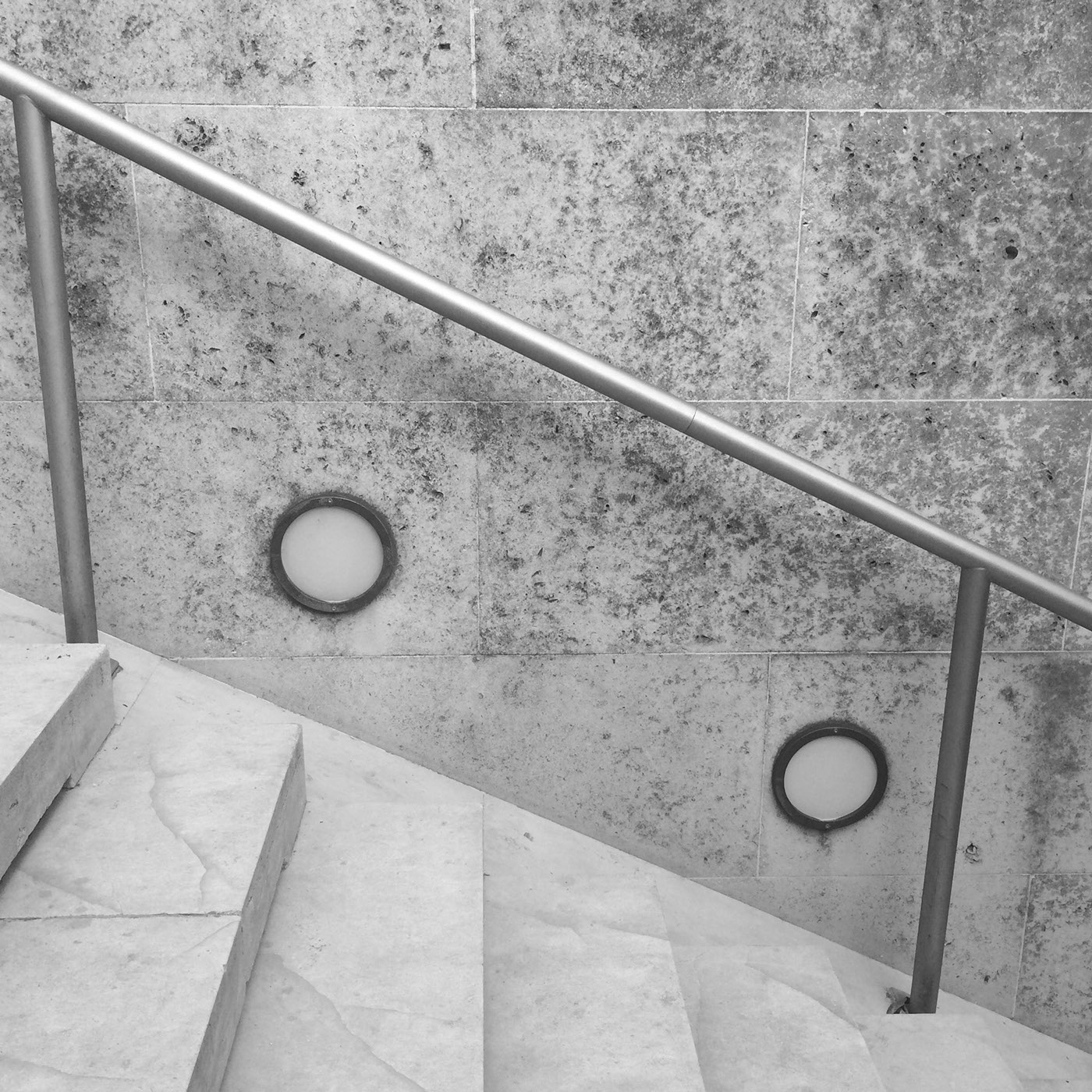 up architecture noir noir et blanc be black and white archi archidaily stairs bnw