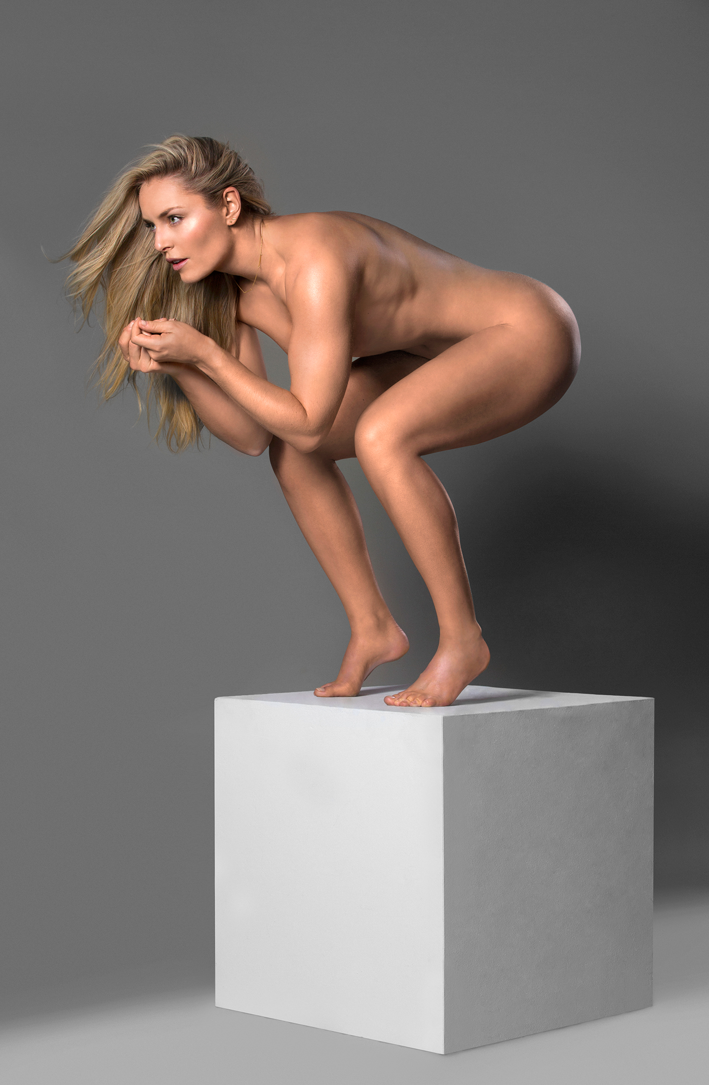 Ski racing champion lindsey vonn poses nude for new book