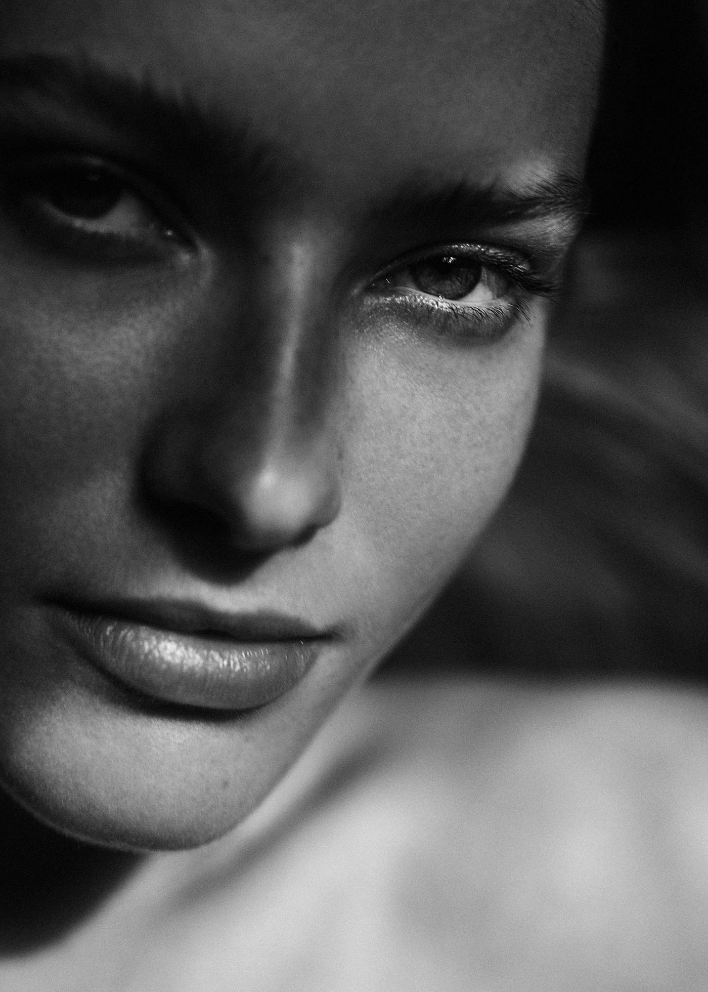 black and white boudoir model nude Paris portrait