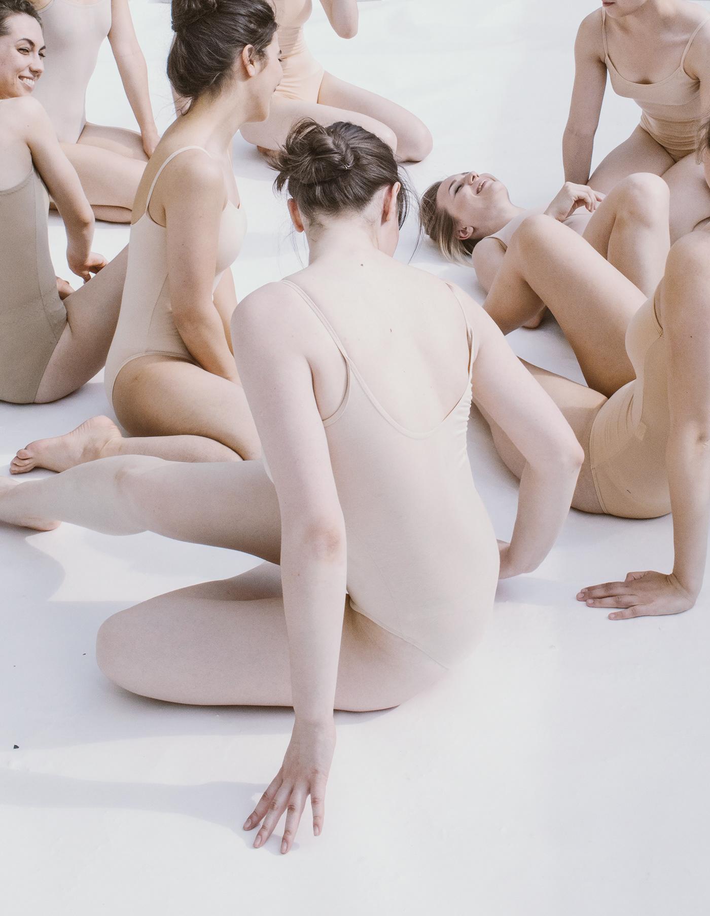 DANCE   Performance art modern lightly