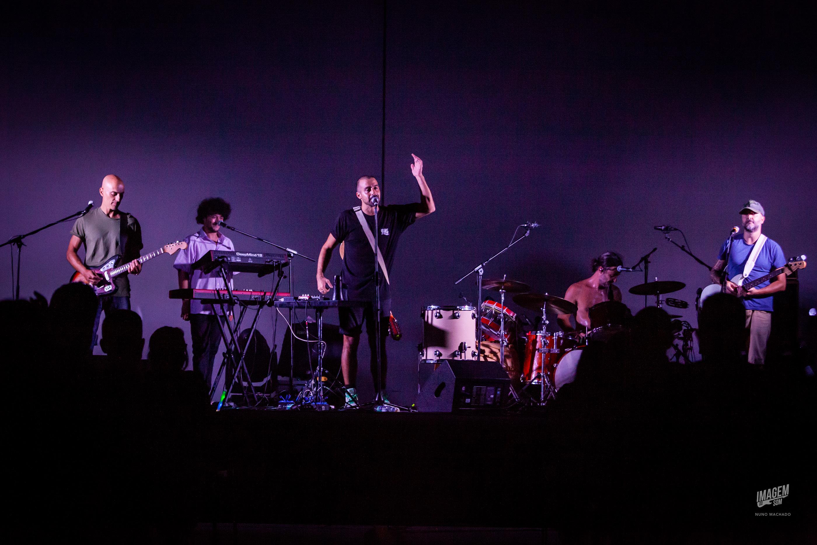 """Na primeira visita """"a casa"""", Sérgio Pires e os seus muchachos encheram a fábrica para um concerto em família."""