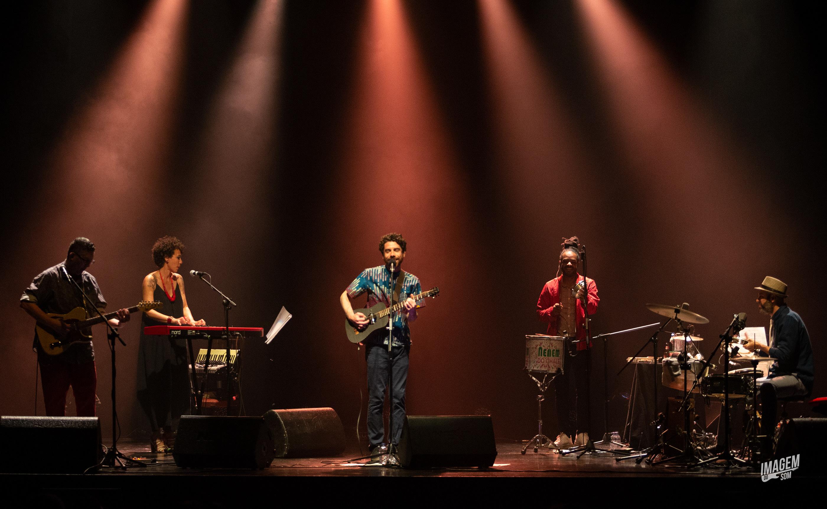 Samba desfila no Teatro Sá da Bandeira