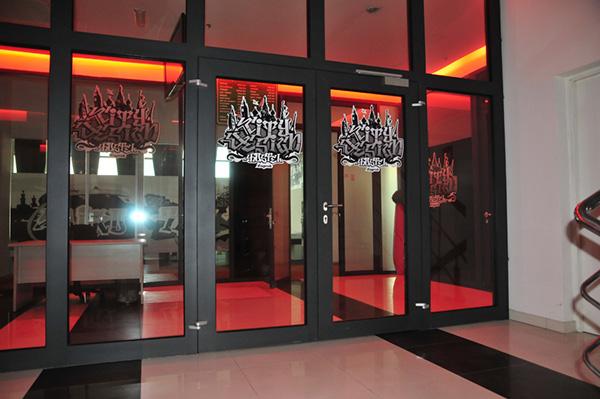 city design hostel on typography served. Black Bedroom Furniture Sets. Home Design Ideas