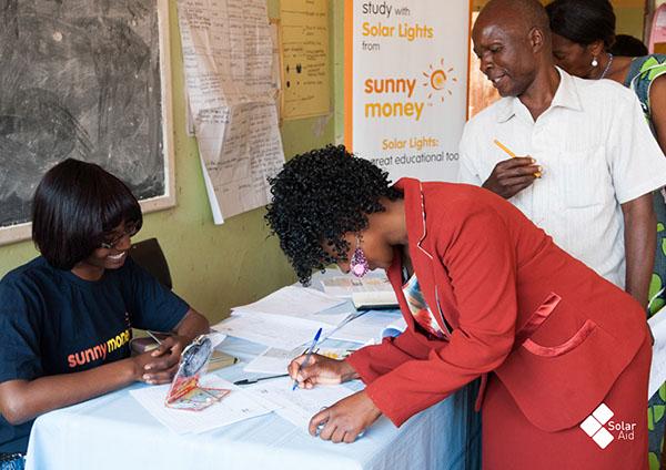 africa kenya Kerosene lighting malawi senegal solar lighting SolarAid Tanzania www.solar-aid.org Zambia sunshine is free solar power