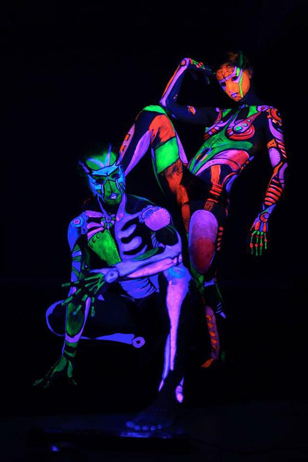"""""""UV Robots"""" Blacklight Bodyart for promo video on Behance"""