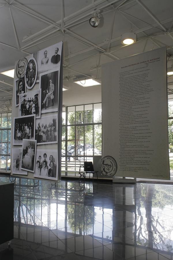 Exposição Escritor Anibal Machado Bibliotecas Intinerantes Bandeira Selo Comemorativo Leitura