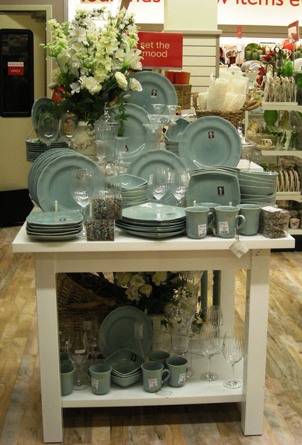 Visual merchandising work home decor and hard goods on for Home decor outlet 63125