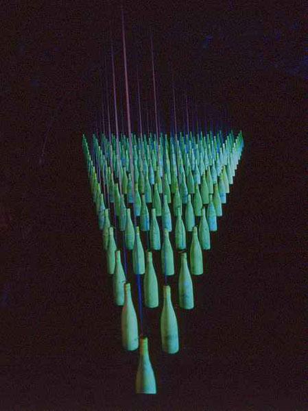 art artist Installationskünstler light art Lichtkunst black light Johannes Pfeiffer rauminstallation luce di wood site-specific artinstallation