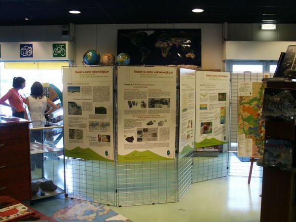 exposition chaine puy auvergne panneaux charte volcán