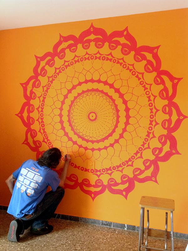Рисуем мандалы на стене своими руками 62