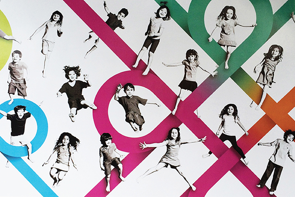 wall children happy jump Flying school caranda vivavida Ilustração Urban urban art