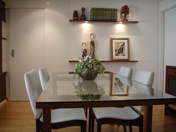 Tavolo in legno di noce, vetro e acciaio on behance
