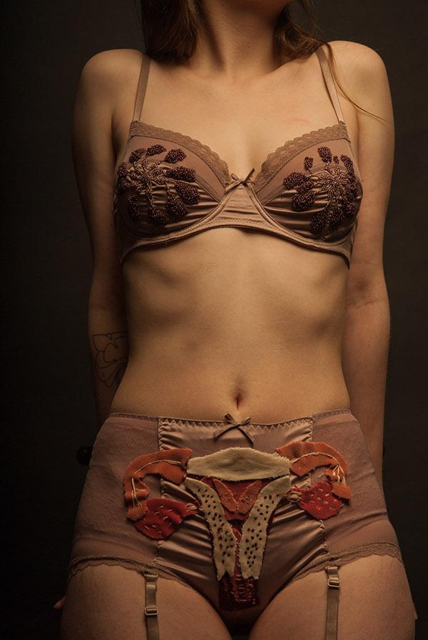 anatomy  betty baker fanny vallat Betty textil design accessories anatomie women feministe Ecorche seduction striptease effeuillage Burlesque anatomical