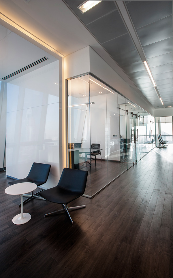 Emaar plaza office 2 design by cambridge consultancy on for Office design cambridge