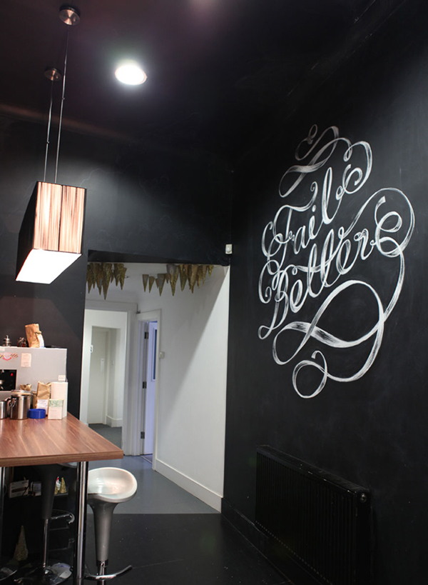Mural chalk lettering motto maricormaricar hand drawn black and white