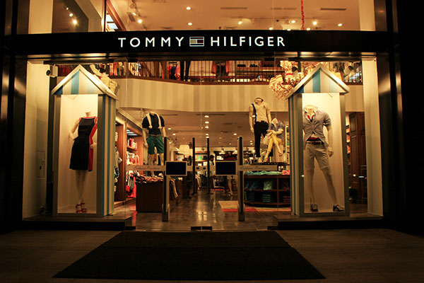 tommy hilfiger ss14 window display on behance. Black Bedroom Furniture Sets. Home Design Ideas