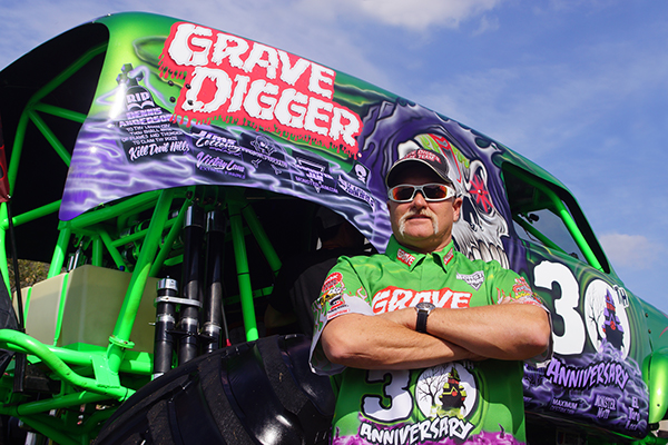 grave digger logo coloring pages - photo#45