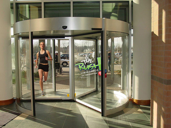 These are window clings applied to a revolving door at several airport locations. When the door is in motion it actually looks like the woman is running. & Guerilla Marketing on Behance
