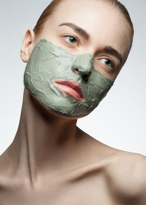 apply-facial-mask