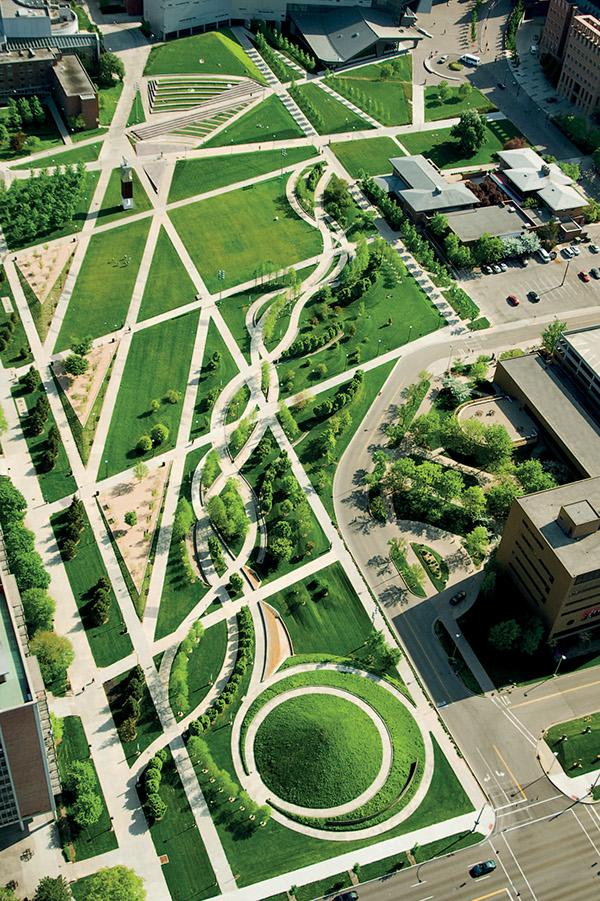 University of cincinnati ohio campus green on the for Garden design university