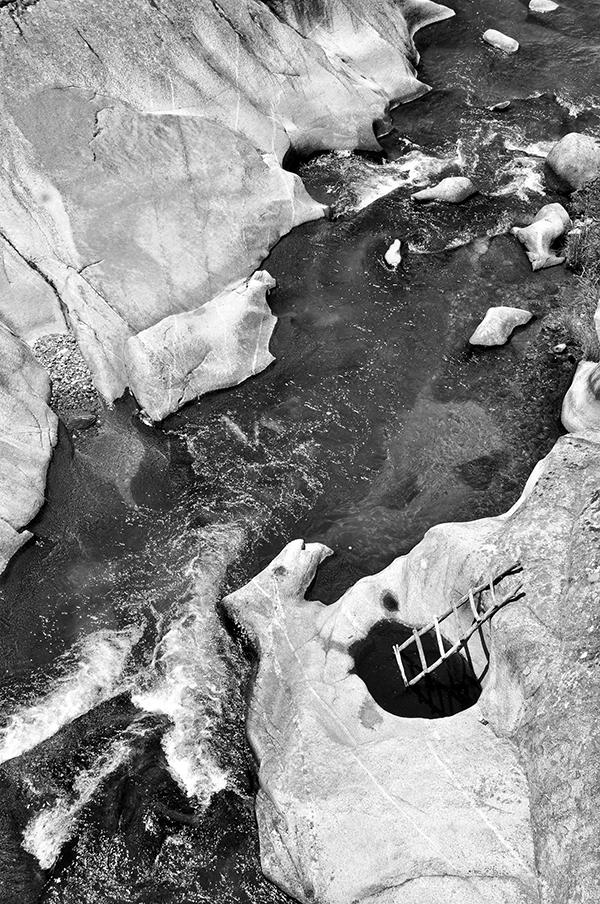 Photography  blackandwhite noir afternoon river rocks