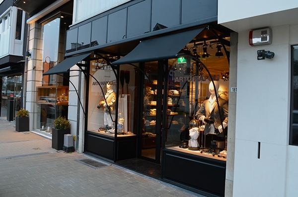 Interior design for men 39 s clothing store on behance for Clothing store interior design pictures