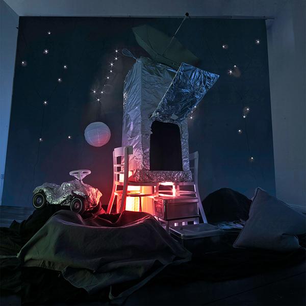 chidren holes ship spaceship Icebear Iglu tent