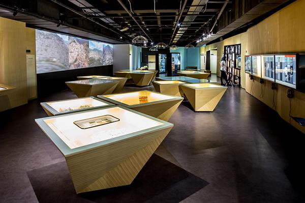 Museo casa de la memoria dise o interior on pantone - Diseno interior casas ...