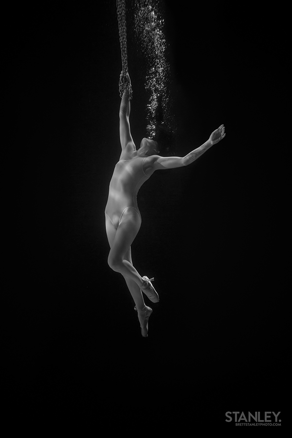 underwater aerials chains bubbles water Circus
